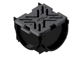 Render da esquina para o canal MUFLE 4ALL 100 em polietileno de alta densidade (HDPE) negro, de L145 A120 H92, com grelha passarela em fundição classe de carga B125.