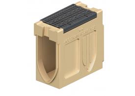 Render do canal de inspecção MONOBLOCK RD200V 20.1 L660 H530 em betão polímerico com grelha passarela em fundição F900, sistema de fixação Drainlock e pré-formas laterais quebráveis L-T-X e pré-forma vertical quebrávei
