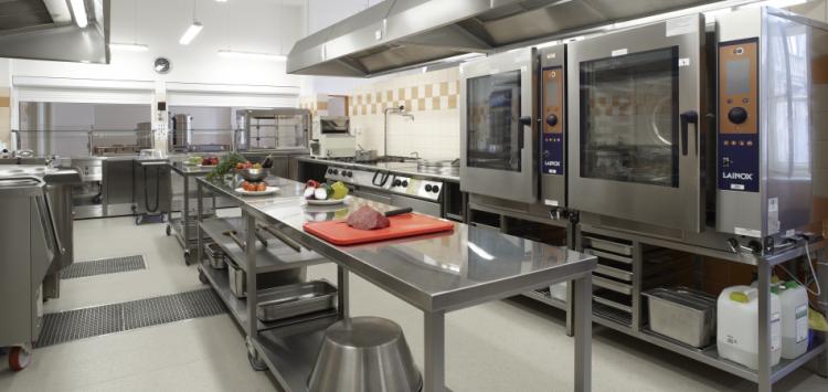 Canal BOX HF en cocina industrial