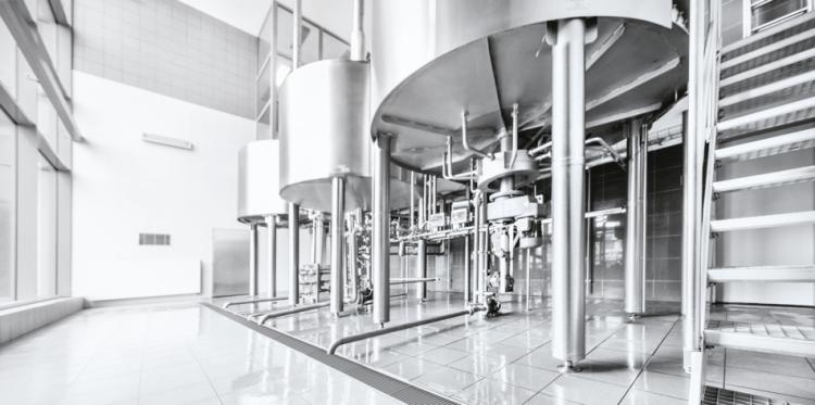 Canal MODULAR 125 con reja de barras antideslizantes en una indústria cervecera
