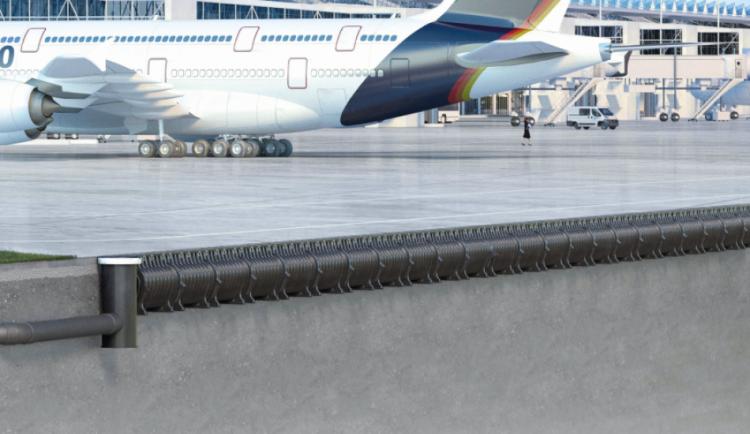 Instalação de um canal QMAX 900 na doca de um aeroporto