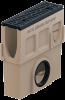 Render del sumidero completo para el canal MONOBLOCK RD100V L500 H525 de hormigón polímero con reja pasarela de fundicón F900, sistema de fijación Powerlock, preformas laterales rompibles L-T-X y junta labiolaberíntica DN/OD 160, con cestillo.